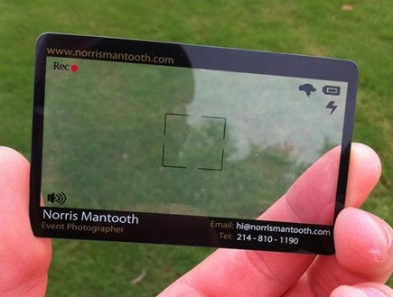 כרטיס ביקור לצלם : בעזרת כרטיס ביקור שקוף ואלמנטים שמופיעים בכרטיס ביקור נוצרה הדמיה של מצלמה.