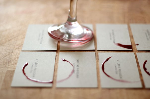 כרטיס ביקור למלצר יינות: מקסים ופשוט. כל כרטיס ביקור שונה אחד מהשני