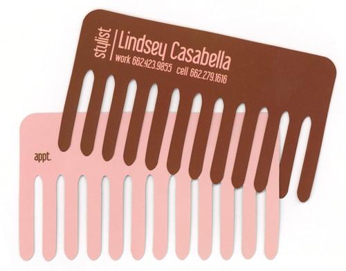 כרטיס ביקור לסטייליסטית/ מעצבת שיער בצורת מסרק.