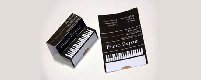 כרטיס ביקור שמתקפל לצורת פסנתר.